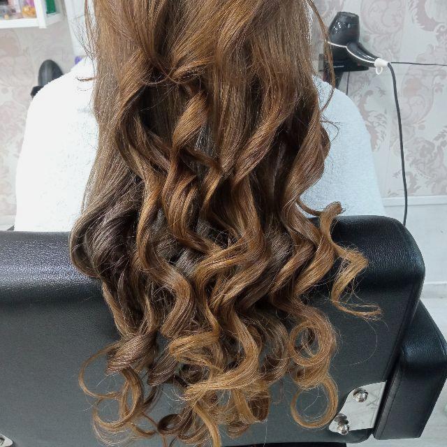 Se busca peluquera latina