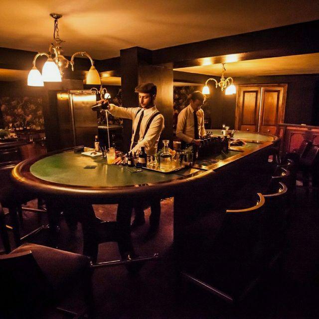 Mixologist - Cocktail Bartender