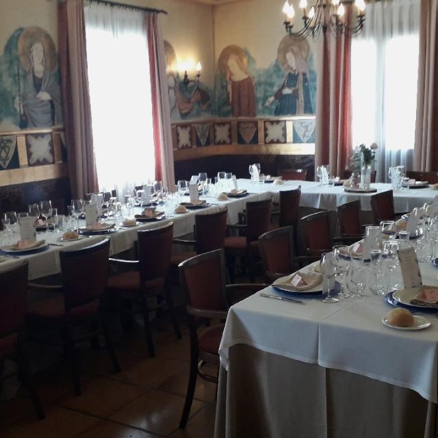 Camarero sala restaurante y cafetería