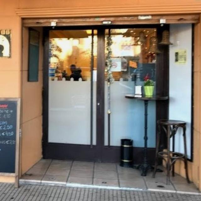 Camarero/a de Barra y Ayudante de Cocina