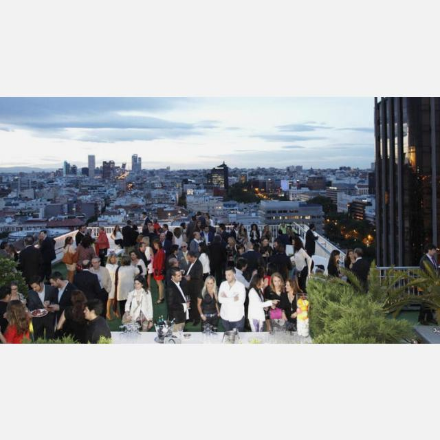 Camarer@s y Hostess  18HRS, para importante grupo de hoteles en Madrid