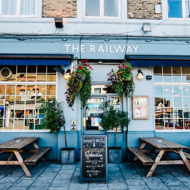 2x PART TIME floor staff in Streatham, South West London