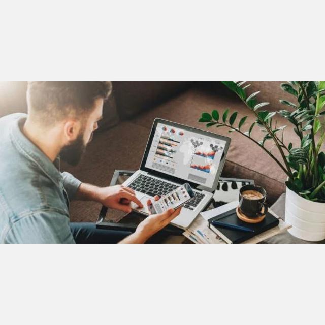 Start-up online business owner