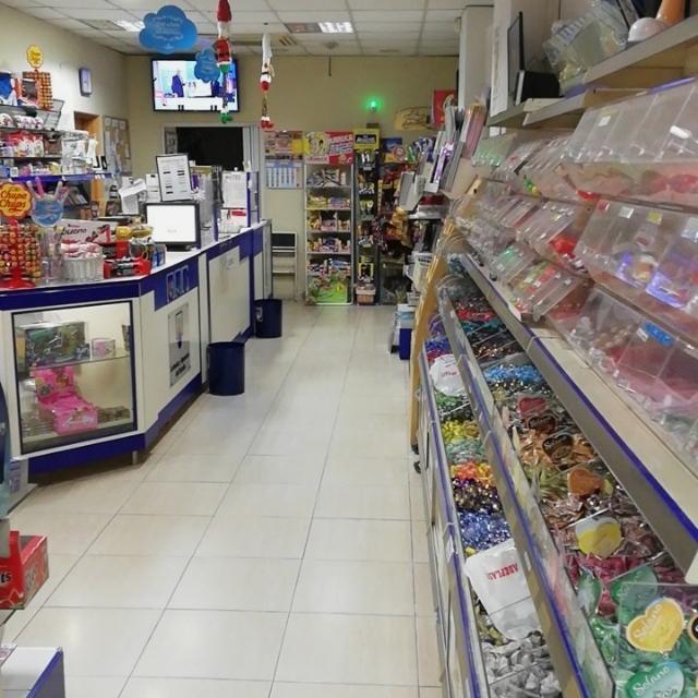 Dependienta para Kiosco con loteria