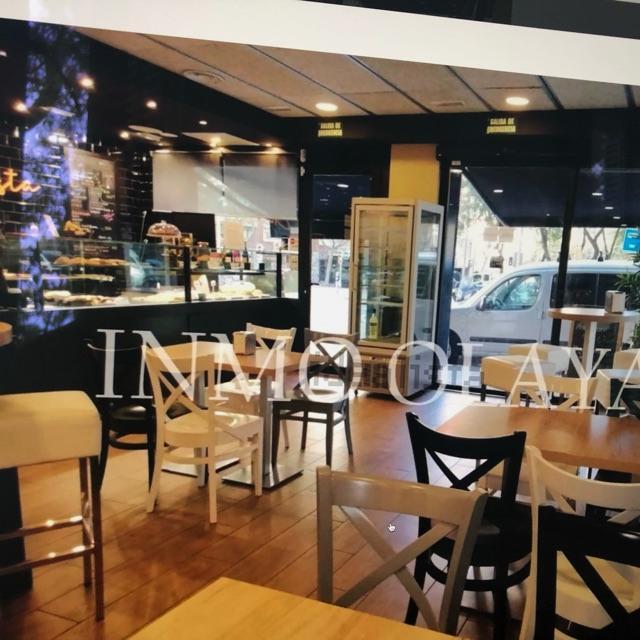 Camarera Cafetería y panadería