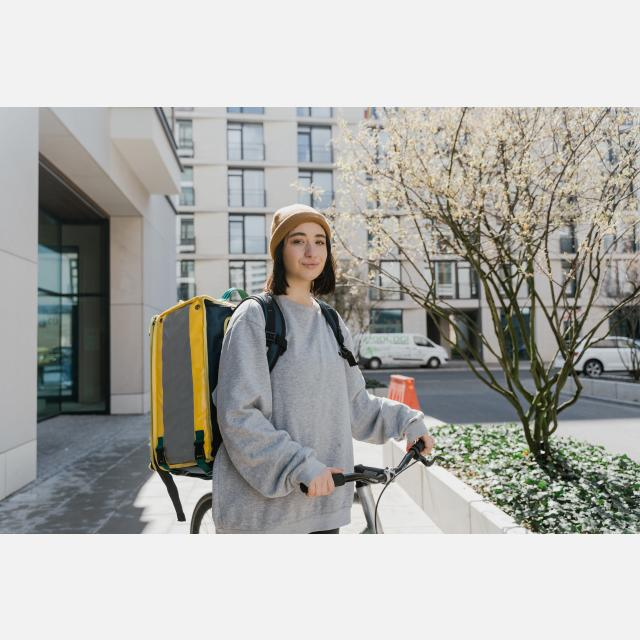 COURIER DELIVERY JOB WITH GREAT BENEFITS IN LEIDEN