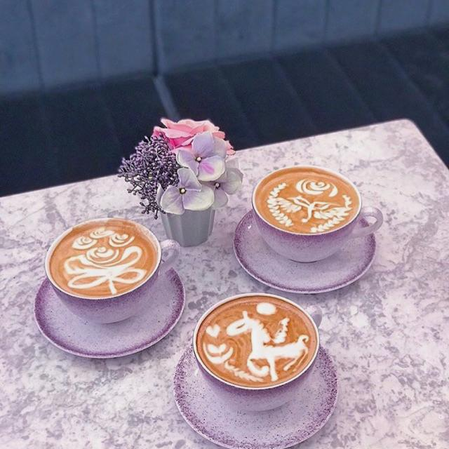 Latte art expert