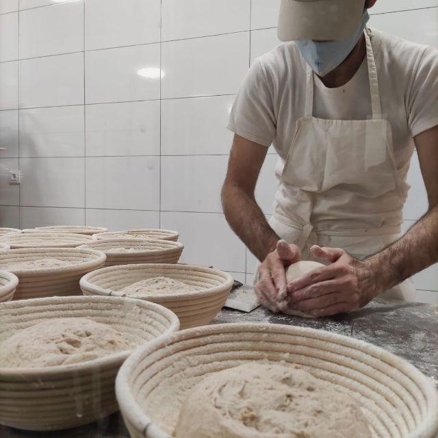 Panadero /dependiente de panaderia con obrador.