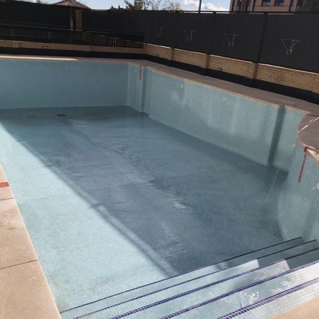 Limpieza y preparación de piscinas