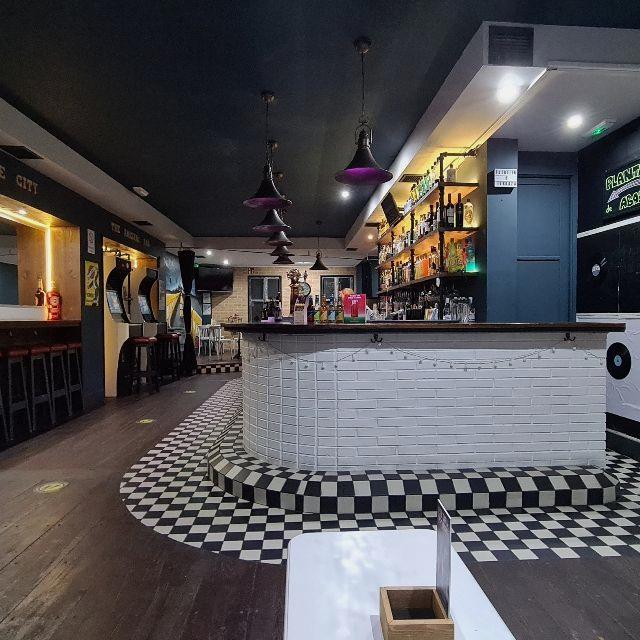 Barman / Barmaid