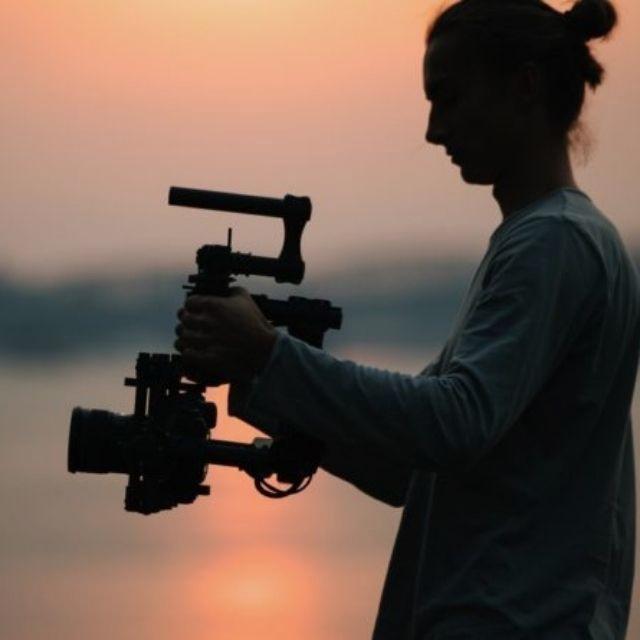 Camarógrafo creativo y jóven