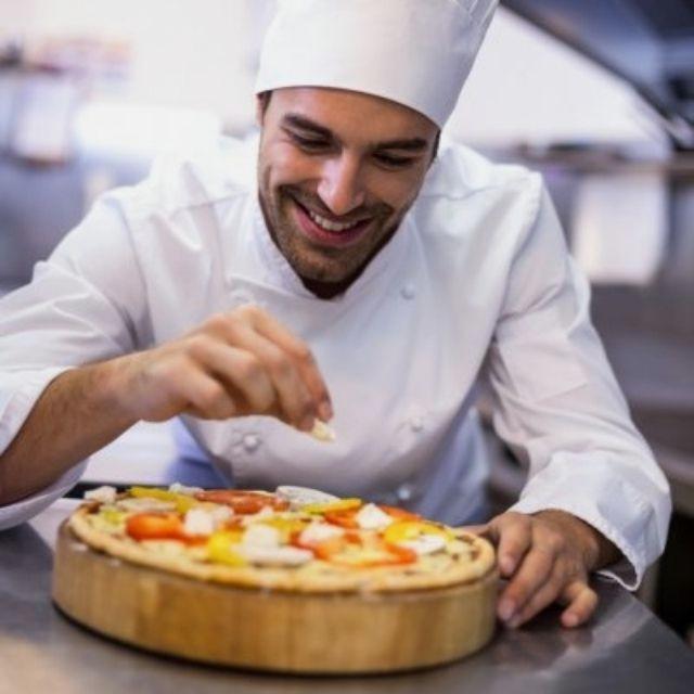 Cocinero/a y Ayudante/a de Cocina