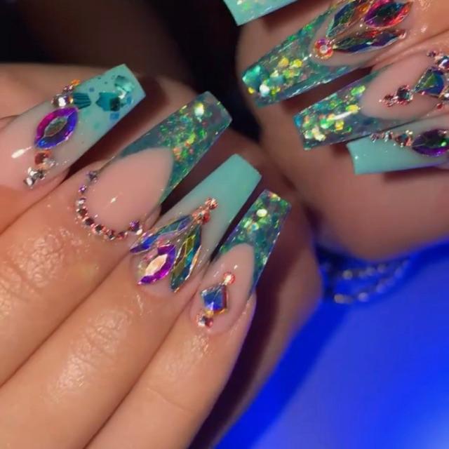 Esteticien uñas de gel o acrílicas