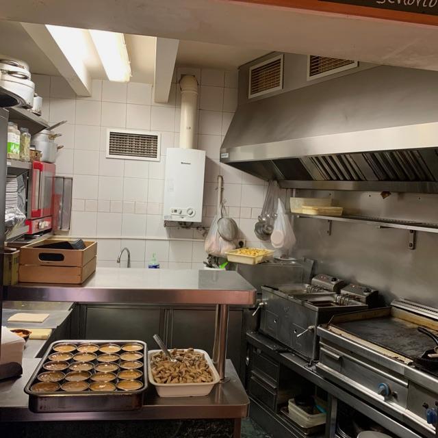 Ayudante de cocina para bar restaurante
