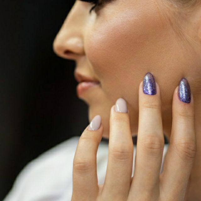 MANICURISTA Técnica de uñas acrílicas y gel